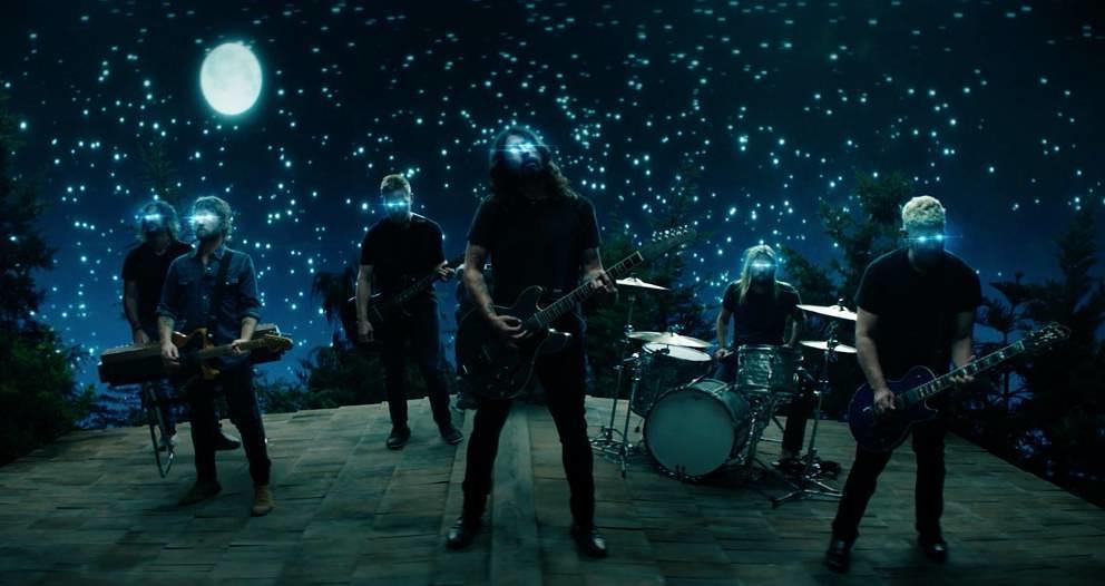 """Szene aus dem neuen Video der Foo Fighters zu """"The Sky Is A Neighborhood"""""""