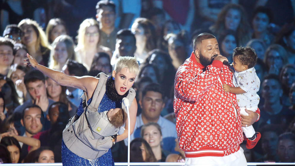 INGLEWOOD, CA - AUGUST 27:  Katy Perry (L) and DJ Khaled onstage during the 2017 MTV Video Music Awards held at The Forum on