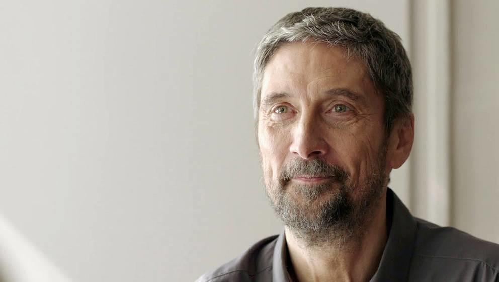 Endre (Géza Morcsányi) ist im Traum ein Hirsch und nähert sich dort seiner Kollegin an.