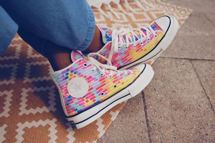Farbenfroh und sommerlich: Die Converse Chuck Taylor All Star x Mara Hoffman