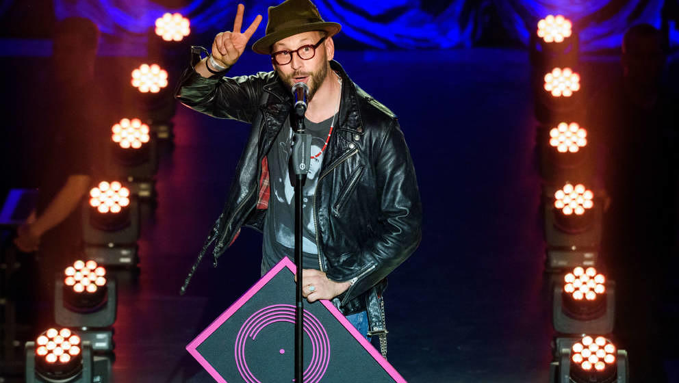 Die Beatsteaks sind auch seine Lieblingsband: Arnim Teutoburg-Weiß, Sänger der Beatsteaks, nimmt einen Preis für Popkultur 2017 entgegen