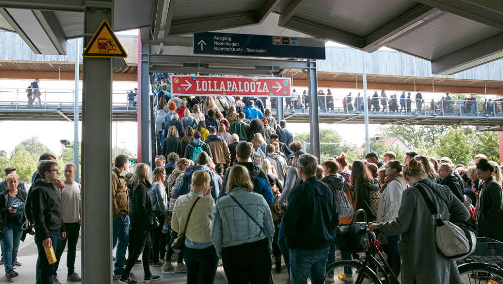 DAHLWITZ-HOPPEGARTEN, GERMANY - [DATE]:  Festival guests arrive for day 2 of Lollapalooza at the train station Hoppegarten du