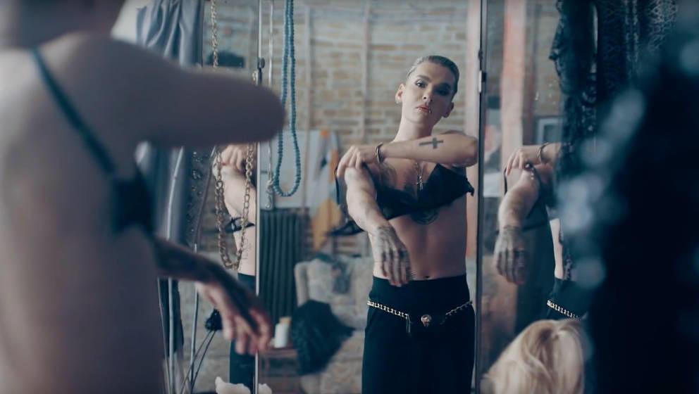 Bill Kaulitz wird im Musikvideo zur Dragqueen.
