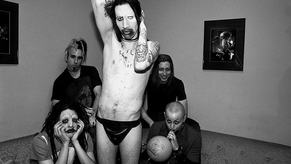 Marilyn Manson backstage 1995 bei der 'Jon Stewart Show': Twiggy Ramirez, Ginger Fish, Marilyn Manson, Daisy Berkowitz und Madonna Wayne Gacy