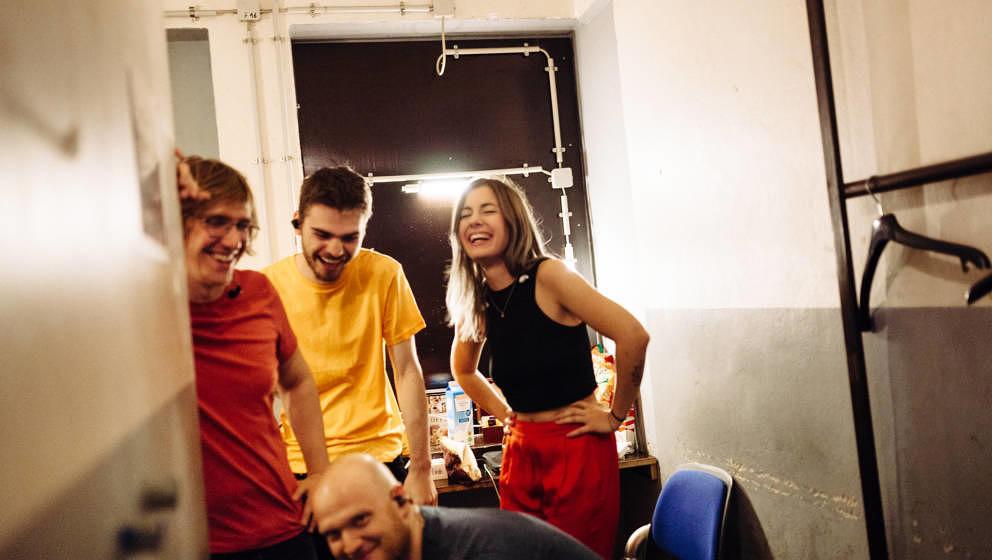 Shiny Happy People: Leyya im Backstage der Kantine am Berghain