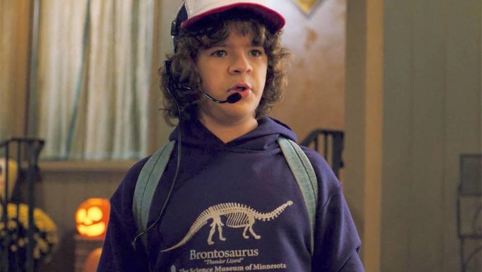 Trendsetter Dustin in seinem berühmten Dino-Hoodie
