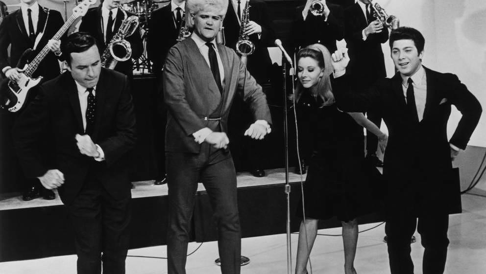 PHILADELPHIA - CIRCA 1960s:  Flamboyant soul singer Wayne Cochran (second from left) performs on the Mike Douglas Show while