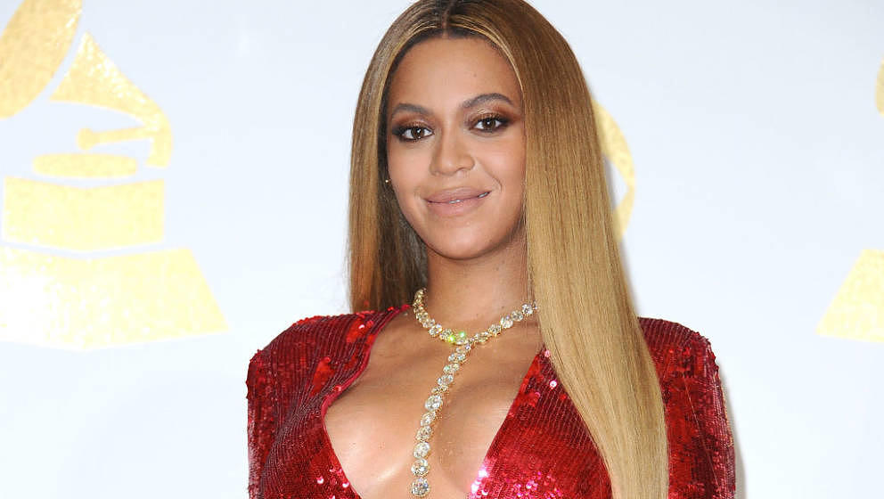 LOS ANGELES, CA - FEBRUARY 12:  Beyonce poses in the press room at the 59th GRAMMY Awards at Staples Center on February 12, 2