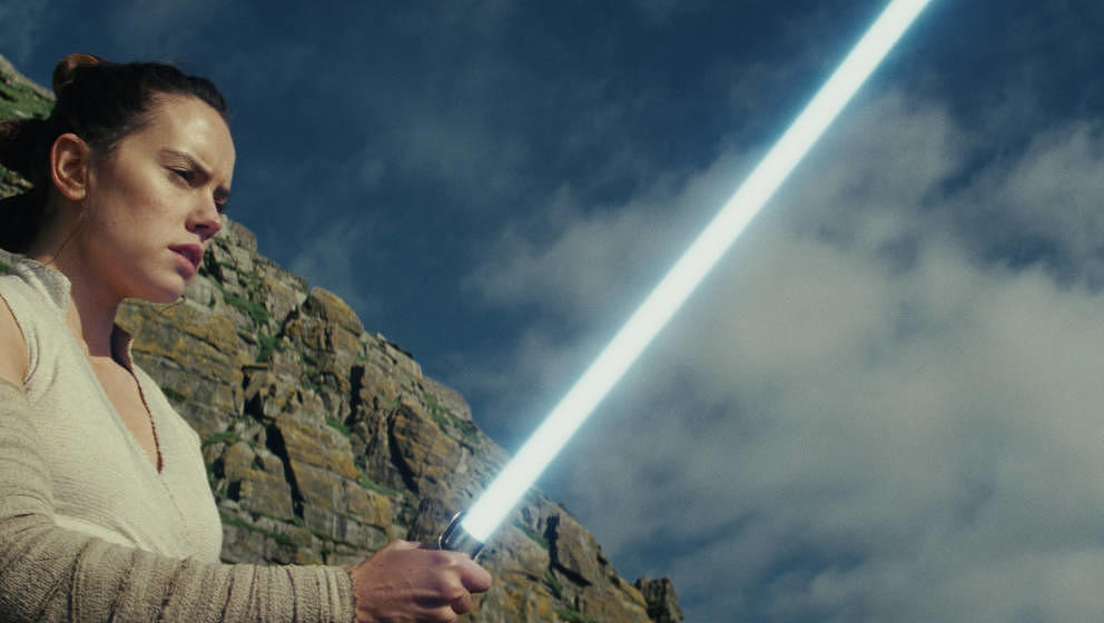 Star Wars: The Last Jedi..Rey (Daisy Ridley)..Photo: Lucasfilm Ltd. ..© 2017 Lucasfilm Ltd. All Rights Reserved.