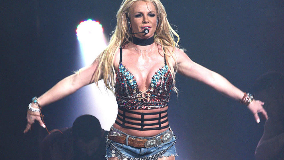 SAN JOSE, CA - DECEMBER 03:  Singer Britney Spears performs during the Now! 99.7 Triple Ho Show 7.0 at SAP Center on December