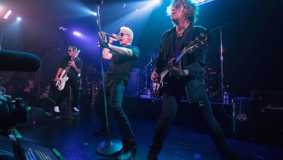 LOS ANGELES, CA - NOVEMBER 14: (L-R) Robert DeLeo, Jeff Gutt, and Dean DeLeo of Stone Temple Pilots performs onstage during S