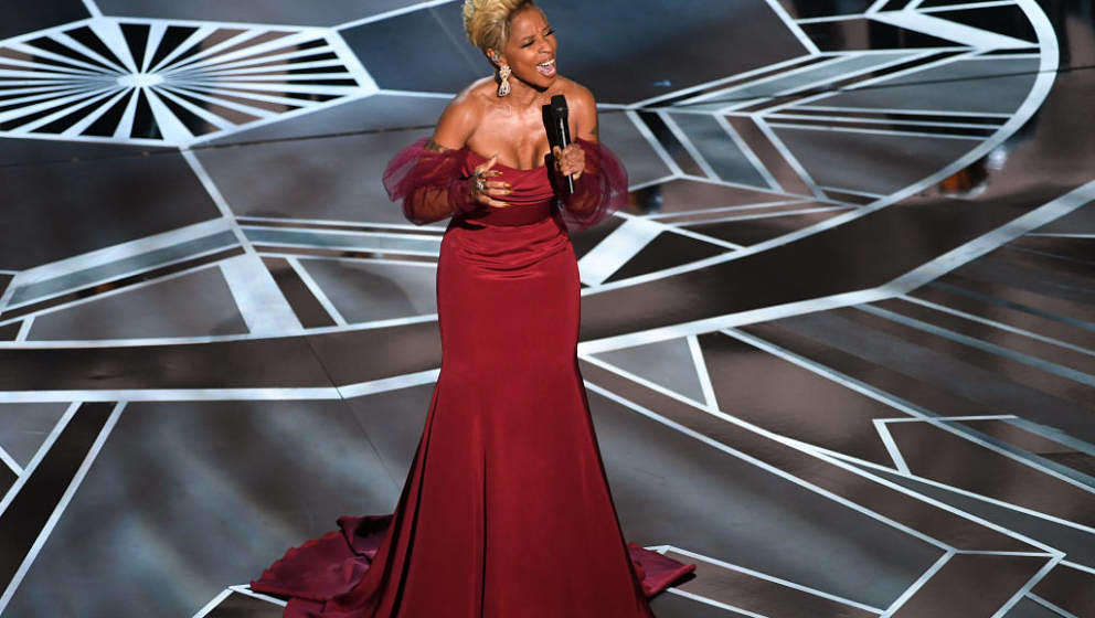 Mary J Blige Sings Mighty River Oscars