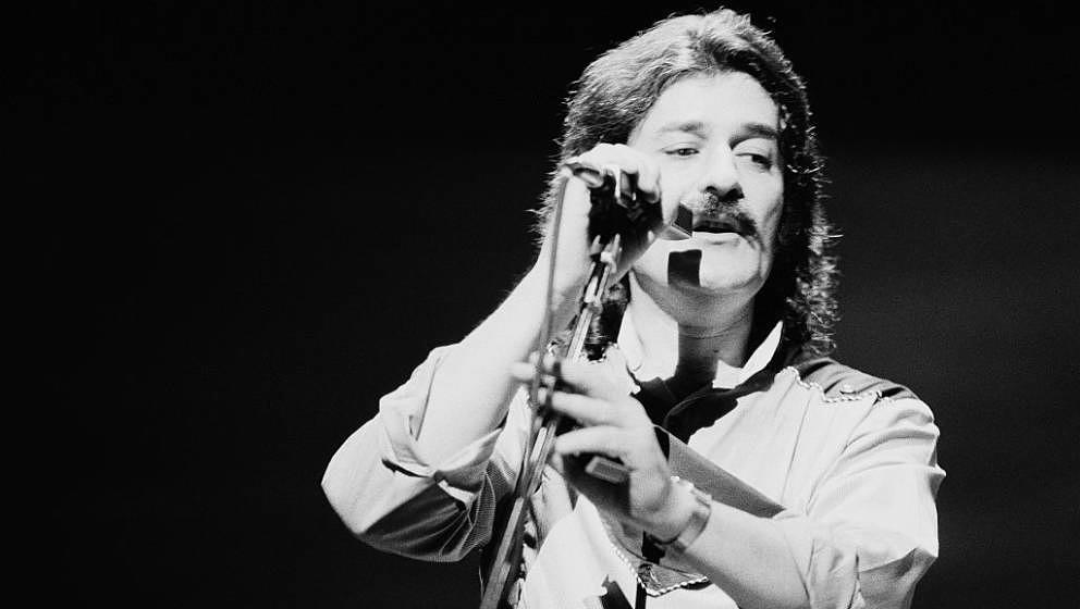Singer and flautist Ray Thomas performing with English rock group The Moody Blues, 1981. (Photo by Michael Putland/Getty Imag