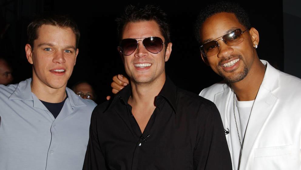 """Mit """"Jackass"""" gelang ihm der Durchbruch – eine steile Filmkarriere blieb trotzdem aus: Johnny Knoxville, hier mit Matt Damon und Will Smith bei den 2002 MTV Movie Awards"""