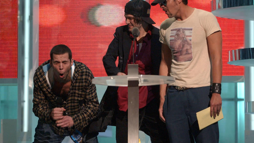 Steve-O, Bam Margera and Johnny Knoxville present the Best Rap Video award at the 2002 MTV Video Music Awards (Photo by KMazu
