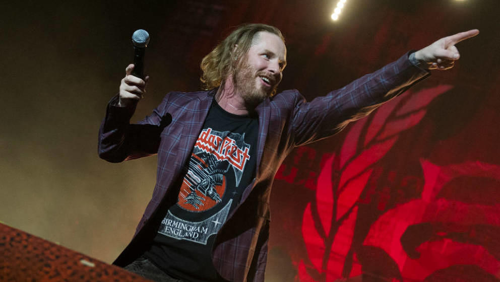 BIRMINGHAM, ENGLAND - NOVEMBER 29:  Corey Taylor of Stone Sour performing at Arena Birmingham on November 29, 2017 in Birming