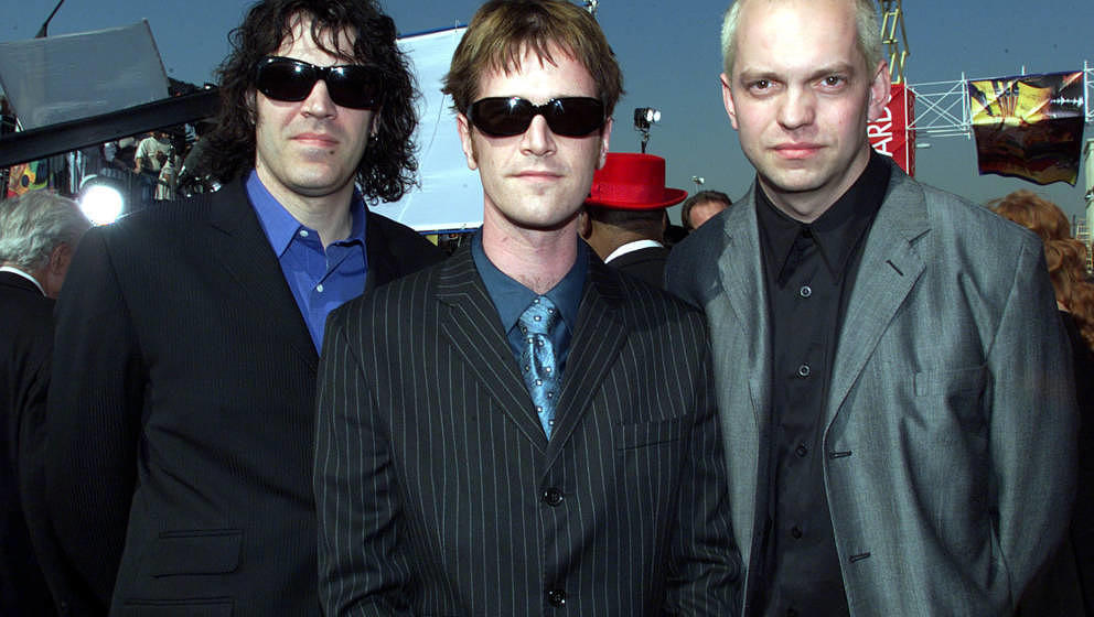 "Semisonic bei der 41. Grammy-Verleihung 1999 in Los Angeles. Damals waren sie in der Kategorie ""Best Rock Song"" mit ""Closing Time"" nominiert. Es gewann Alanis Morissette mit ""Uninvited""."