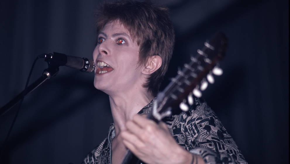 David Bowie (1947 - 2016), hier live im Aylesbury Friars am 29. Januar 1972.