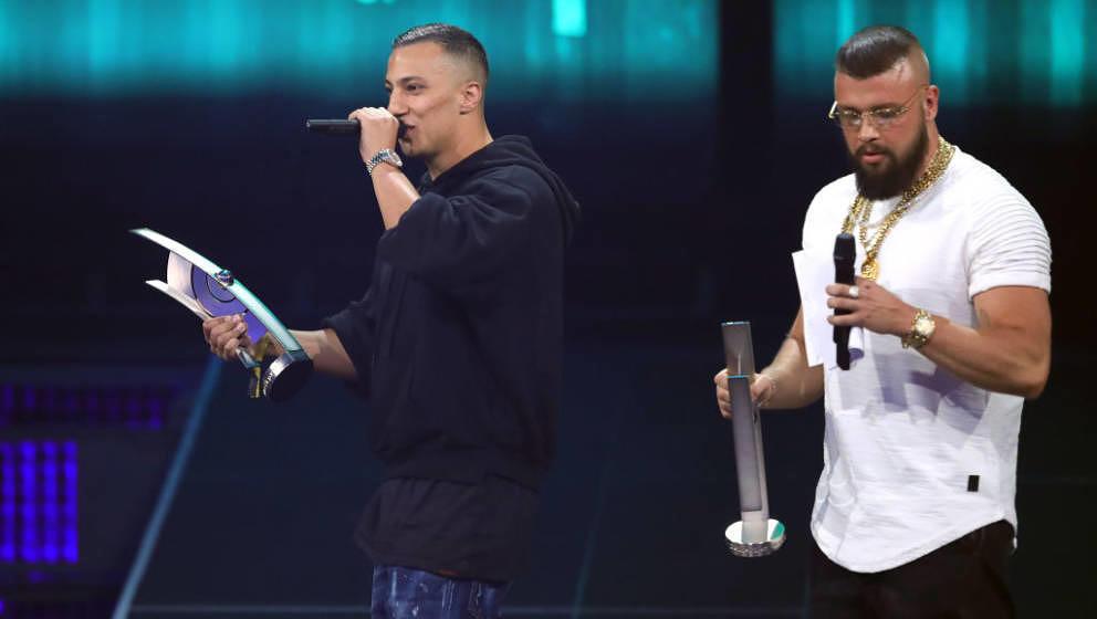 """Gewannen einen Echo in der Kategorie """"HipHop/Urban National"""" und sorgten erneut für Kontroversen: Kollegah und Farid Bang"""