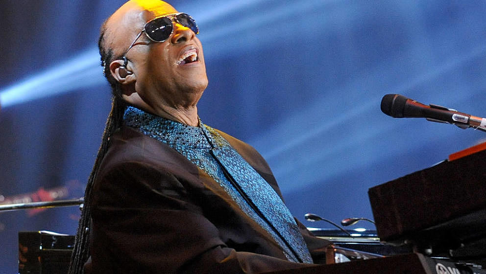 TORONTO, ON - SEPTEMBER 26:  Stevie Wonder performs at the David Foster Foundation Miracle Gala And Concert held at Mattamy A
