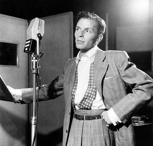 UNITED STATES - OCTOBER 01:  Photo of Frank SINATRA; posed, next to microphone, recording at Columbia Recording studios, Lied