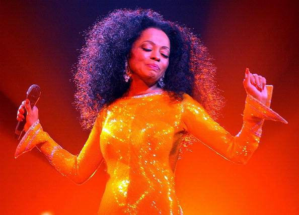DUBLIN, IRELAND - MARCH 10:  Singer Diana Ross performs at The Point Theatre March 10 2004 in Dublin, Ireland. (Photo by Show