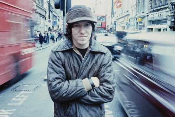 American singer-songwriter Elliott Smith (1969 - 2003), Oxford Street, London, June 1998. (Photo by Andy Willsher/Redferns/Ge