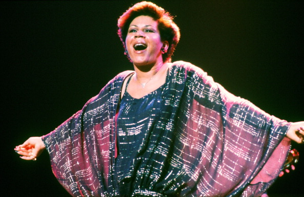 Minnie Riperton (1947 - 1979) performs on stage, New York, 1977. (Photo by Michael Putland/Getty Images)