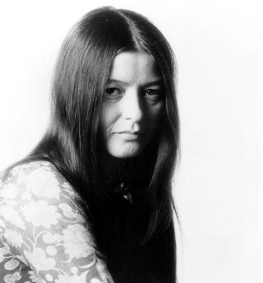 CIRCA 1969:  Folk singer Karen Dalton poses for a Capitol Records publicity still circa 1969.  (Photo by Michael Ochs Archive