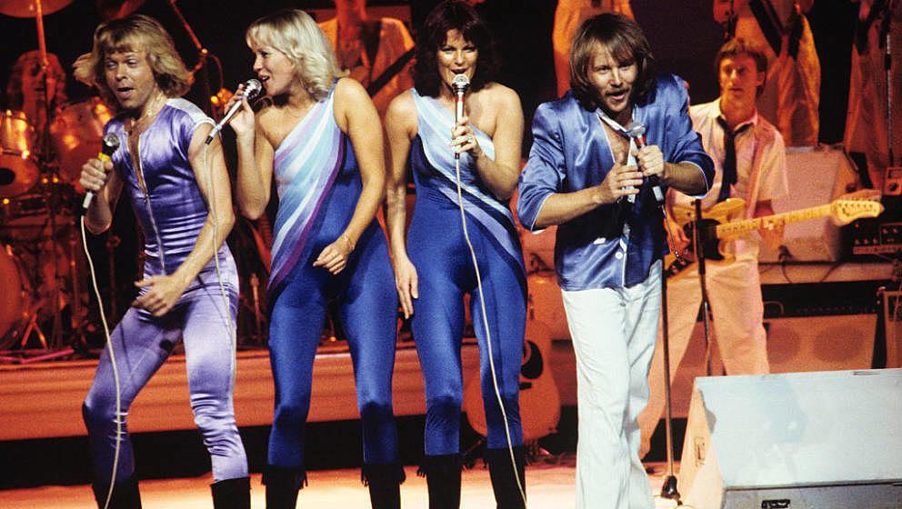 NEW YORK - OCTOBER 2: Bjorn Ulvaeus, Agnetha Faltskog, Anni-Frid Lyngstad and Benny Andersson (left to right) of Swedish pop