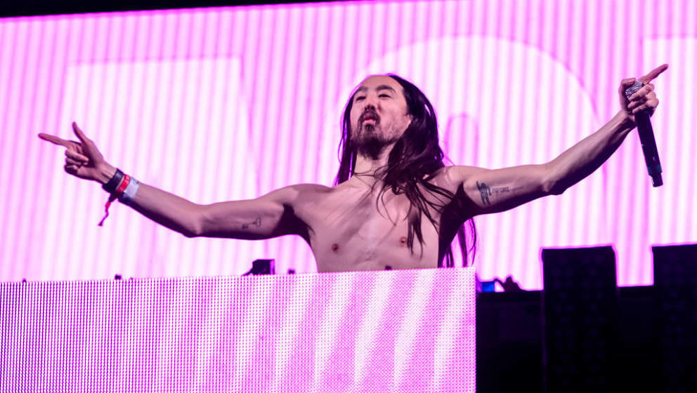 MIAMI, FL - MARCH 23:  Steve Aoki performs on stage during Miami Music Wek Miami 2018 - Dim Mak Miami at RC Cola Plant on Mar