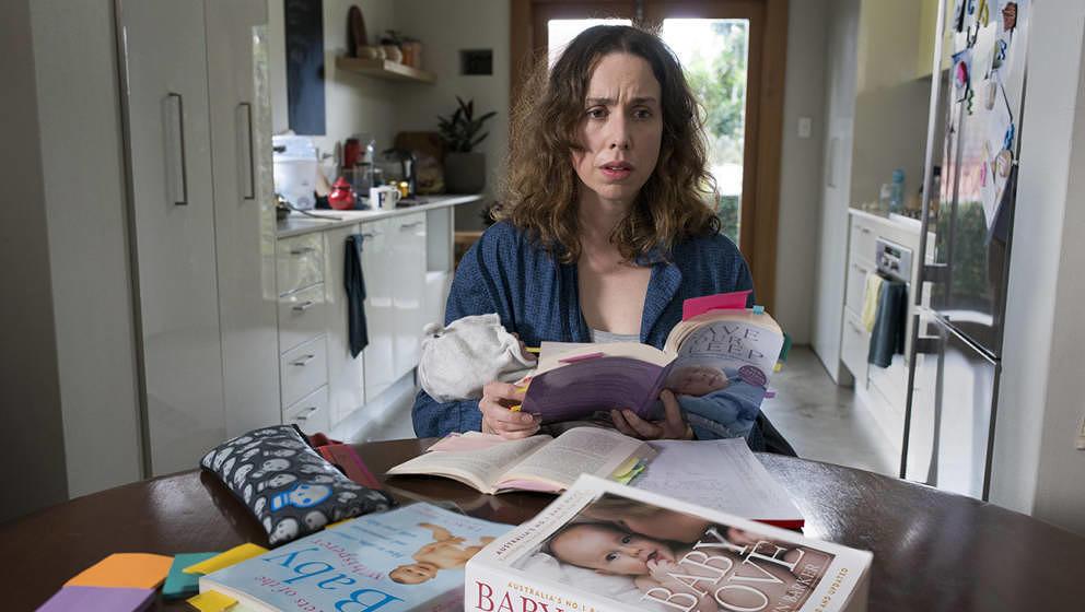 """Anfangs überfordert vom Muttersein und dem sozialen Druck anderer Eltern: Audrey (Alison Bell) in """"Milcheinschuss"""""""