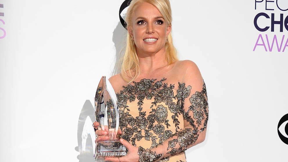LOS ANGELES, CA - JANUARY 08:  Britney Spears poses in the press room at the 40th annual People's Choice Awards at Nokia Thea