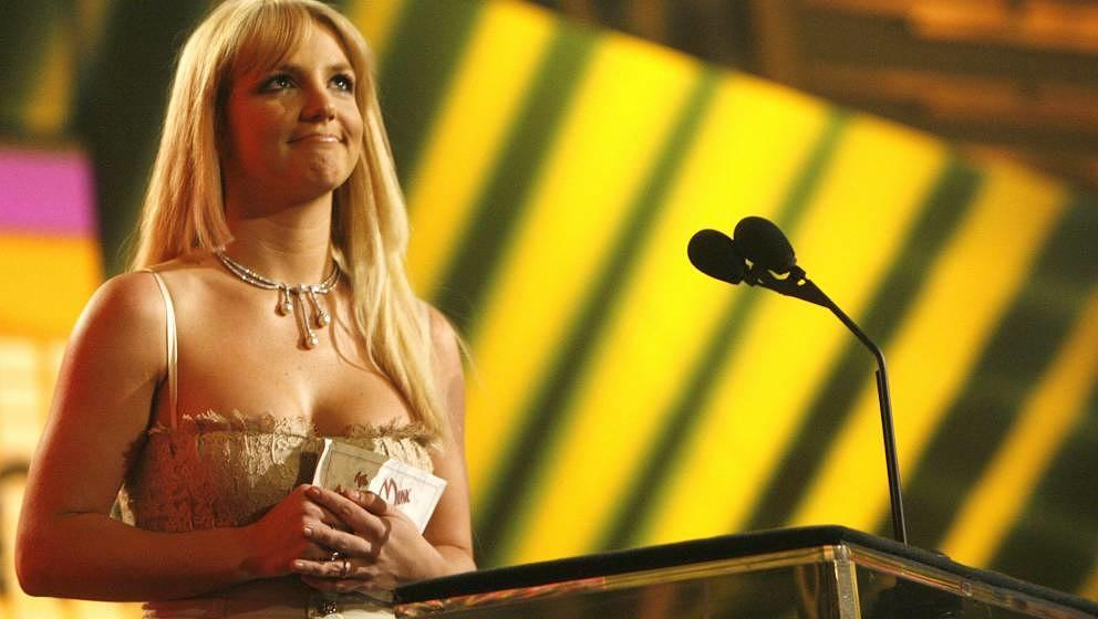 LOS ANGELES, CA - NOVEMBER 21:  Singer Britney Spears presents the award for 'Soul/R&B Favorite Artist' on stage during t