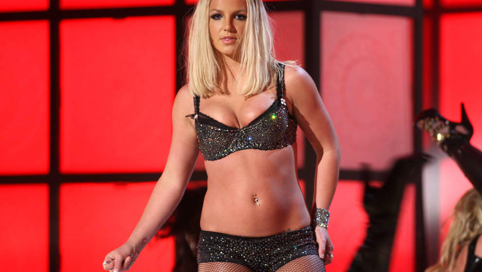 LAS VEGAS - SEPTEMBER 09:  Singer Britney Spears performs during the 2007 MTV Video Music Awards at The Palms Hotel and Casin