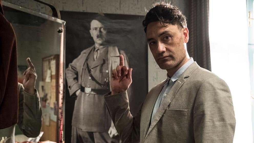 "Regisseur Taita Waititi am Set zu ""Jojo Rabbit""."