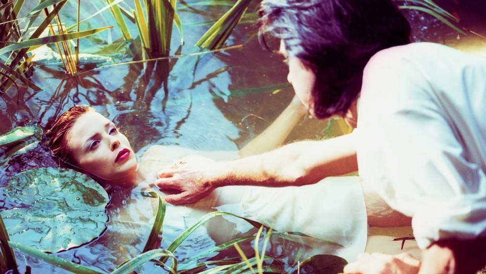 """Nick Cave und Kylie Minogue 1995 beim Videodreh zu """"Where the Wild Roses Grow"""""""