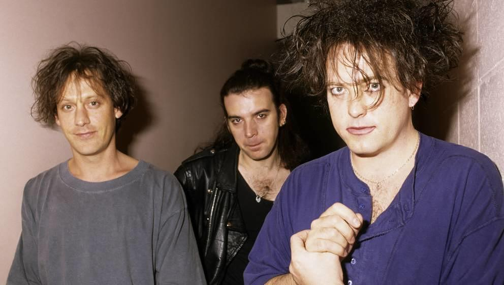 AUSTRALIA - AUGUST 01:  Photo of Robert SMITH and Simon GALLUP and Perry BAMONTE and CURE; L-R: Perry Bamonte, Simon Gallup,