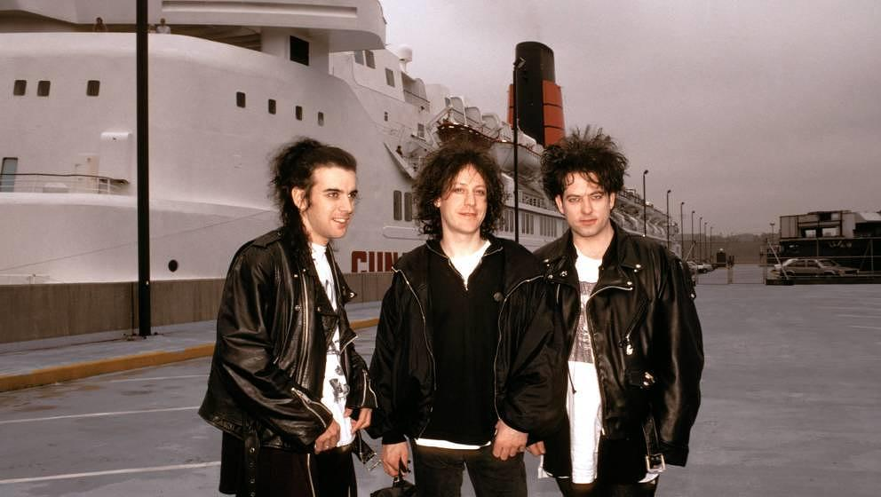 UNITED STATES - MAY 01:  Photo of Simon GALLUP and Robert SMITH and Perry BAMONTE and The CURE; Simon Gallup, Perry Bamonte a