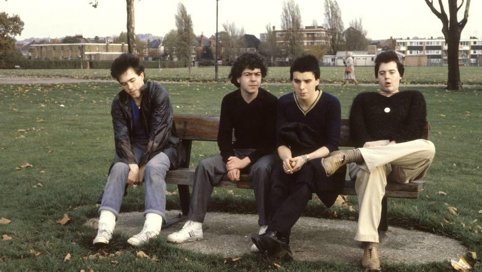 UNITED KINGDOM - NOVEMBER 11:  Photo of Lol TOLHURST and Robert SMITH and Simon GALLUP and Matthieu HARTLEY and CURE; L-R: Ro