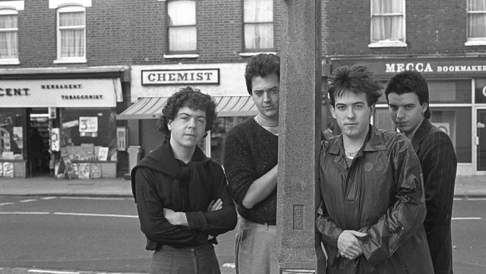 UNITED KINGDOM - NOVEMBER 10:  Photo of CURE and Lol TOLHURST and Robert SMITH and Simon GALLUP and Matthieu HARTLEY; L-R: Lo