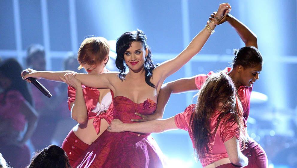 Katy Perry bei einem Liveauftritt im Jahr 2008