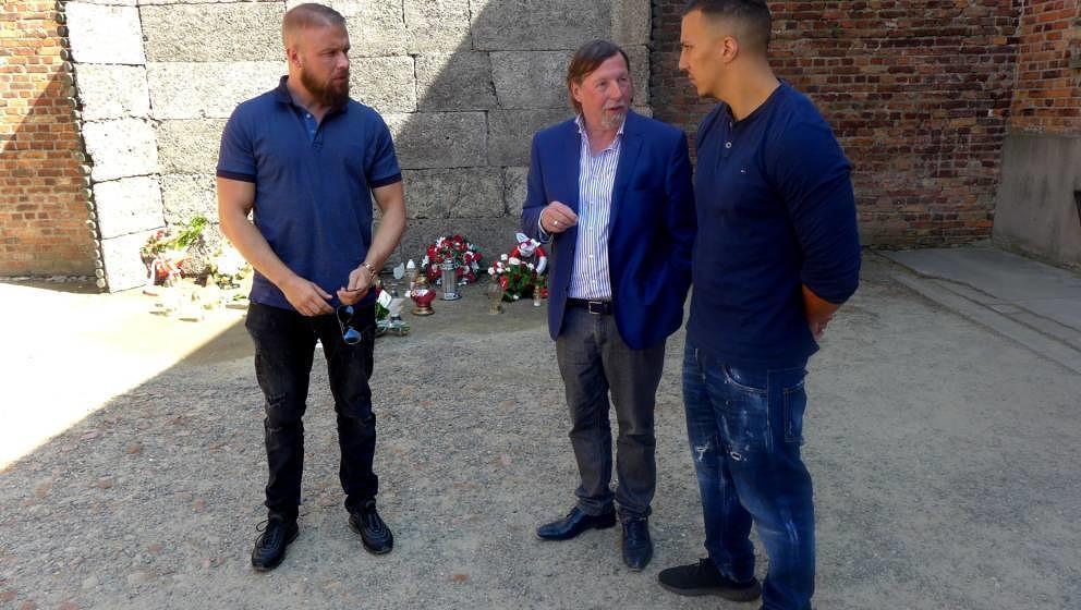 HANDOUT --- 07.06.2018, Polen, Ausschwitz: Christoph Heubner (M), Vizepraesident des Internationalen Auschwitz Komitees, spri