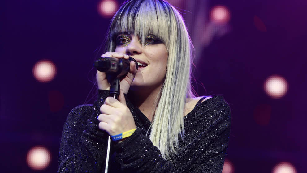 LONDON, UNITED KINGDOM - NOVEMBER 27:  Lily Allen performs at Brixton Academy on November 27, 2009 in London, England. (Photo