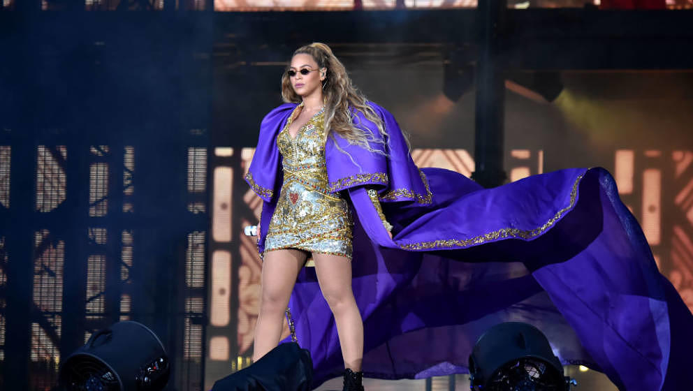 GLASGOW, SCOTLAND - JUNE 09:  Beyonce performs in purple on stage during the 'On the Run II' Tour with Jay-Z at Hampden Park