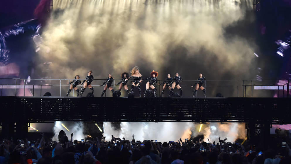 GLASGOW, SCOTLAND - JUNE 09:  Beyonce performs with dancers on stage during the 'On the Run II' Tour with Jay-Z at Hampden Pa
