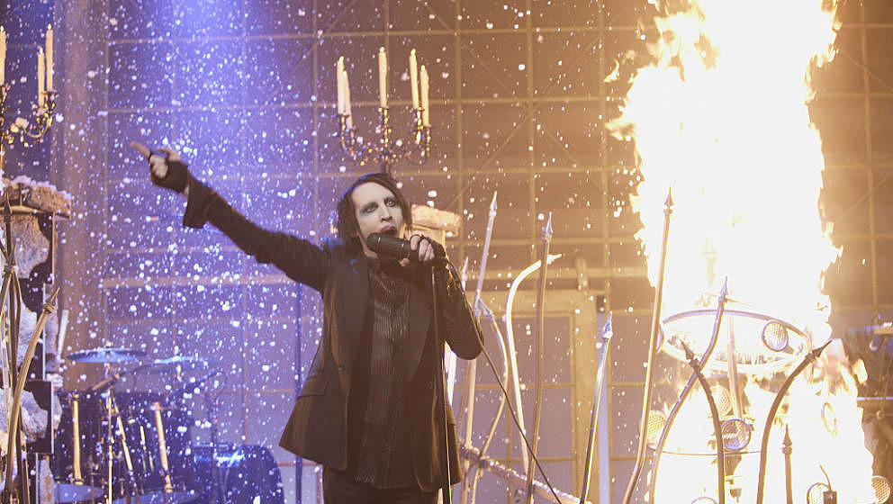THE TONIGHT SHOW WITH JAY LENO -- Episode 3240 -- Pictured: (l-r) Musician Marilyn Manson perfors on October 31, 2006 -- (Pho