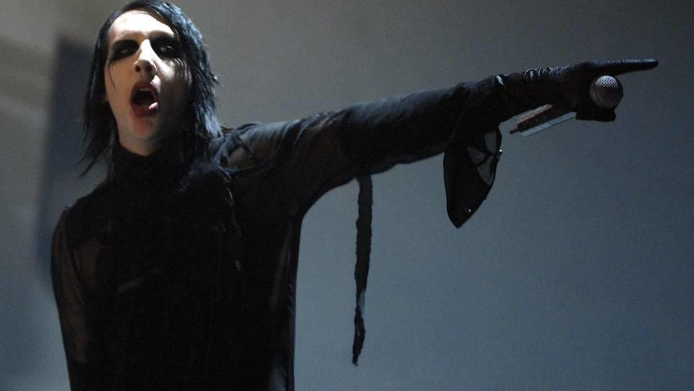 MILAN, ITALY - MAY 28: Marilyn Manson performs at Palasharp on May 28, 2007 in Milan, Italy. (Photo by Morena Brengola/Redfer