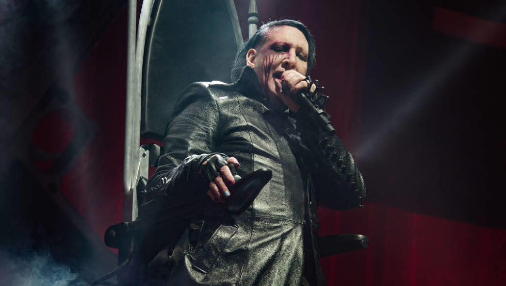 PARIS, FRANCE - NOVEMBER 27:  Marilyn Manson performs at AccorHotels Arena on November 27, 2017 in Paris, France.  (Photo by