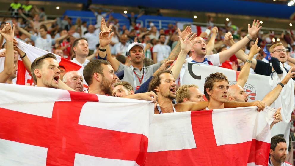 Singende England-Fans am Abend, als ihr Team im WM-Halbfinale 2018 gegen Kroatien verlor